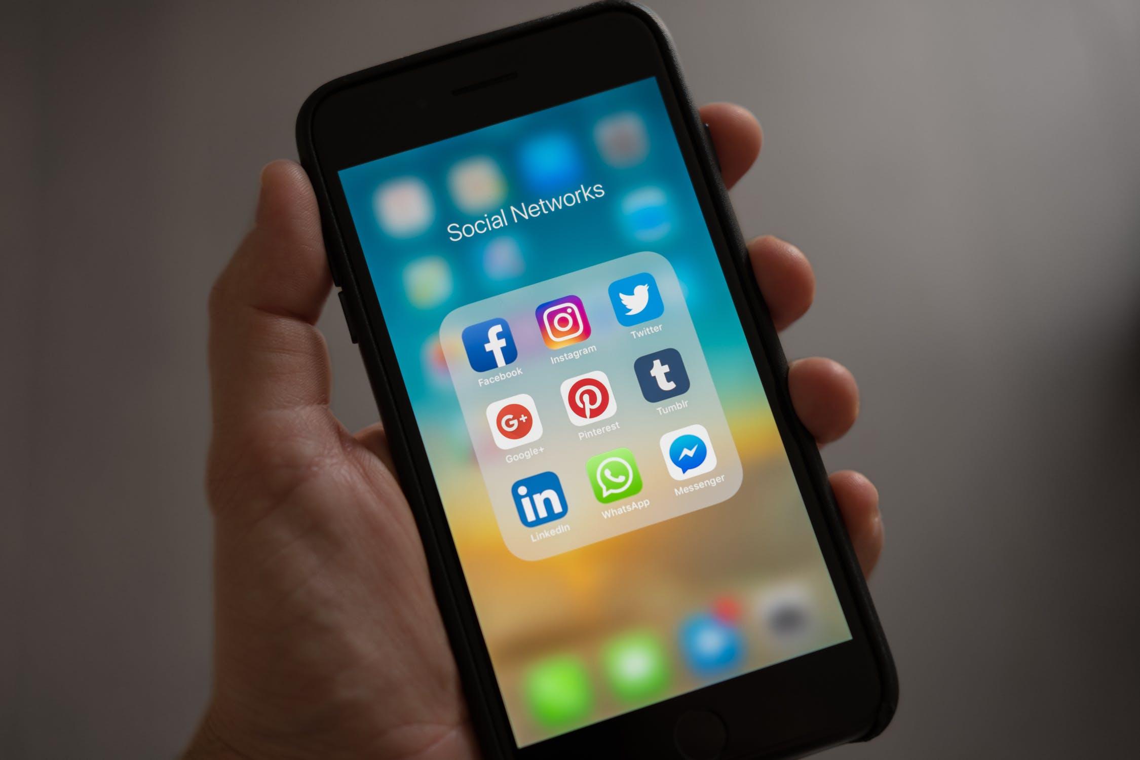 réseaux sociaux mobile